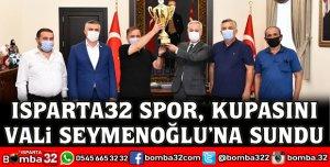 ISPARTA32 SPOR, KUPASINI VALİ SEYMENOĞLU'NA SUNDU